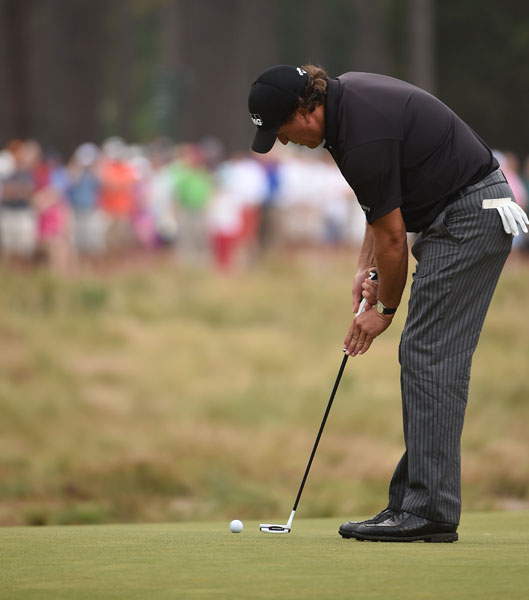"Phil Mickelson uses the claw grip to putt on the 10th hole. ""That's not a long-term thing,"" Phil said of the grip. ""I like putting conventional. It might be weeks, it might be months, it might be days, hours, I don't know. It's just one of those things."""