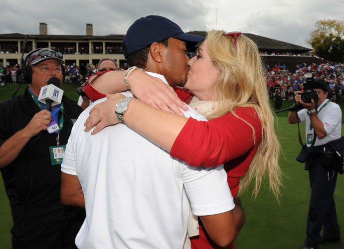 Tiger Woods is congratulated by his girlfriend, Olympic skier Lindsey Vonn.