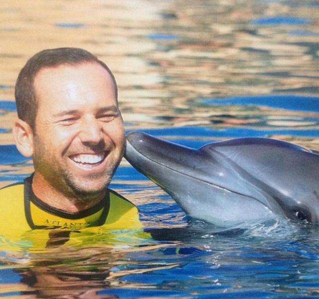 "Sergio Garcia made a new, finned friend in Dubai! Sergio: ""I felt a connection with dolphin Lexi, I hope she felt the same! Haha"""