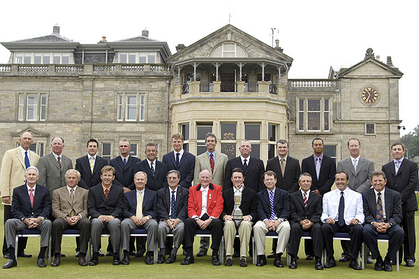 In 2005, Ballesteros (seated, in white jacket) posed for a past-champions photo in front of the clubhouse at St. Andrews.