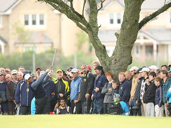 After making the turn in 33, three shots under par, Woods put himself in an awkward spot off the tee on No. 10.