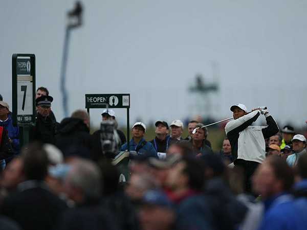 After making an eagle on the par-5 sixth hole, Woods crushed an iron off the tee and found the fairway on No. 7.