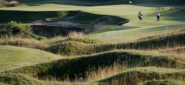 9. Whistling Straits Golf Club (Straits Course)                     Sheboygan, Wisc.                     489 yards, par 4                     920-565-6050, destinationkohler.com                      $390                     Architect: Pete Dye                     Perched atop the gusty bluffs of Lake Michigan, this nasty but exhilarating finisher calls for a forced carry approach over both sand dunes and a steep drop-off into Seven Mile Creek. The eventual target is an 18,000-square-foot behemoth of a green, its cloverleaf shape hemmed in by fescue-fringed bunkers.