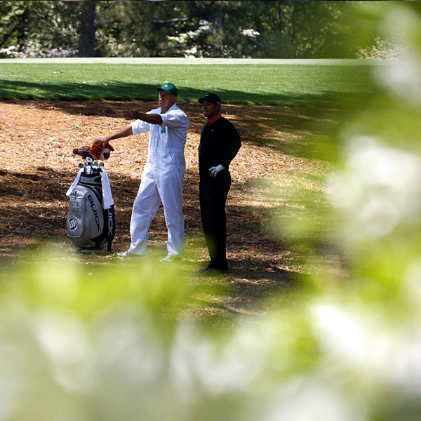 Woods opened the final round with a bogey on the par-5 1st hole.