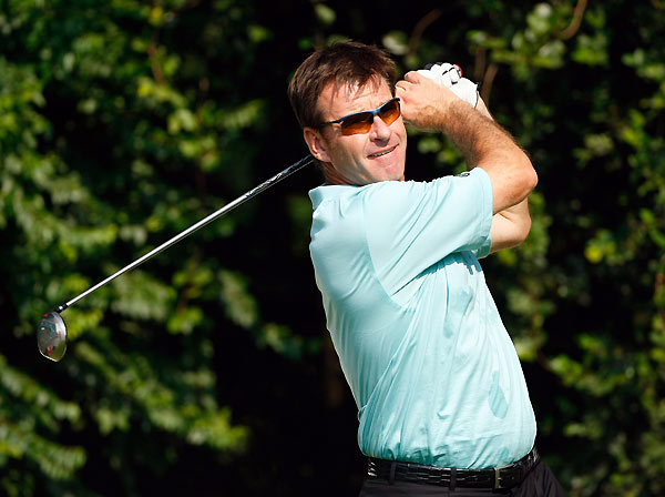 Nick FaldoTotal Weeks at No. 1: 97Sir Nick won six majors, so it's a little surprising his reign at No. 1 didn't last longer than 97 weeks. But from July 19, 1992 to Jan. 30, 1994, Faldo spent 81 consecutive weeks at the top of the world rankings.