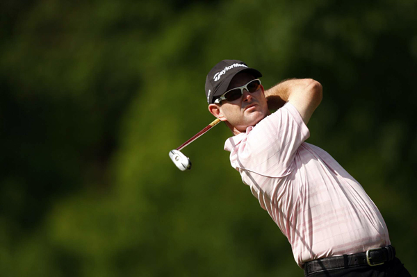 Rory Sabbatini moved into contention after a bogey-free 67.