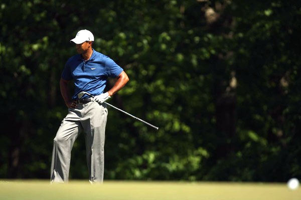 Woods's troubles began with bogeys on Nos. 10, 11 and 12. Woods then made double bogeys on Nos. 14 and 15.
