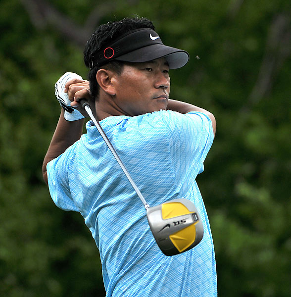 After making five bogeys on Thursday, K.J. Choi made zero Friday on his way to a six-under 66.