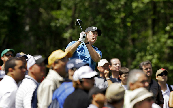Phil Mickelson struggled with his putting, and he settled for a 71.