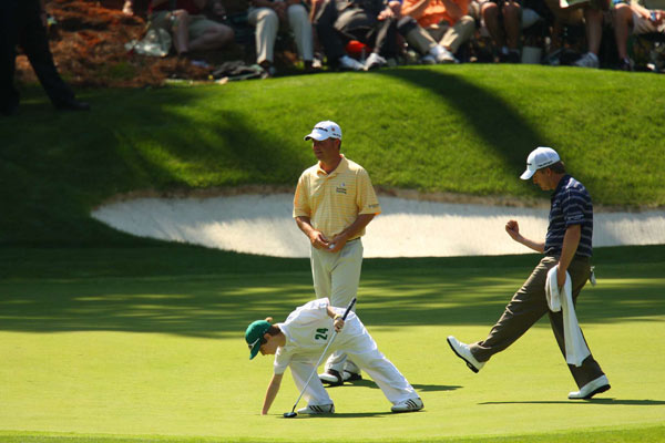 David Toms celebrated after his son holed a putt.