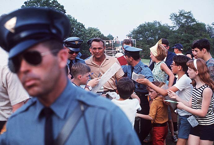 Arnold Palmer wades through his Army during the 1967 U.S. Open at Baltusrol.