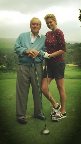Arnold Palmer gave Sports Illustrated swimsuit model Kate Upton a golf lesson in September 2013.