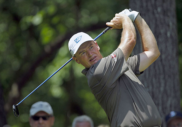 Ernie Els bogeyed 18 to drop into a tie for sixth.