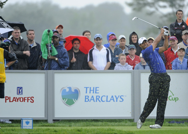 Tiger Woods moved back into contention, with a four-under 67 on Saturday.