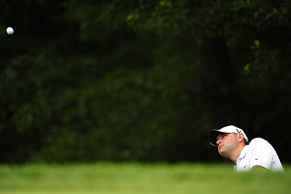 Glover, who hasn't won since 2005, beat Ricky Barnes, Mickelson and David Duval by two strokes.