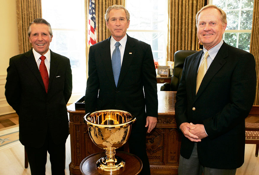 Presidents Cup captains Jack Nicklaus and Gary Player visited Bush in 2005 in the Oval Office.