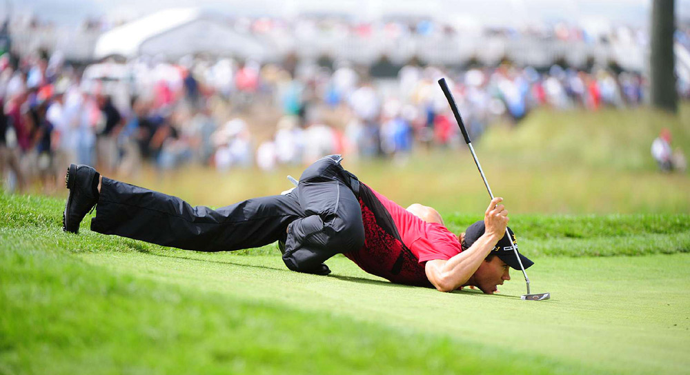 "Camilo Villegas needed his infamous ""Spider-Man"" pose to read the tricky greens at Bethpage Black."