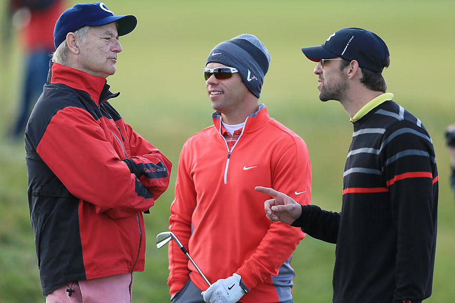 Murray chatted with Olympic swimmer Michael Phelps (right) and pro Paul Casey before the round.