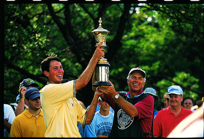 Matt Kuchar celebrates with his father Peter after winning the 1997 U.S. Amateur in LeMont, Ill.