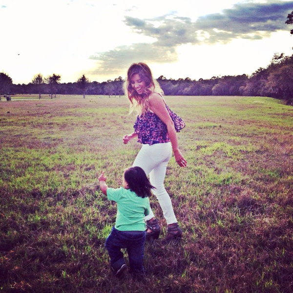 @ellielaneday: Just casually running through a field after a big day of media  thanks @amykathleen for the pic
