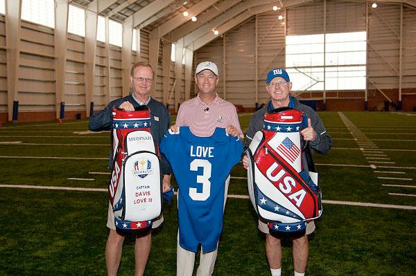 @Love3d: Cool experience! RT: Captain DL3 visited NY @Giants practice today; here w/owner John Mara & Head Coach Tom Coughlin