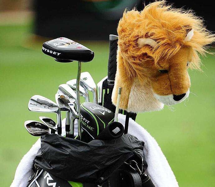 A lion headcover guards Ernie Els' clubs.