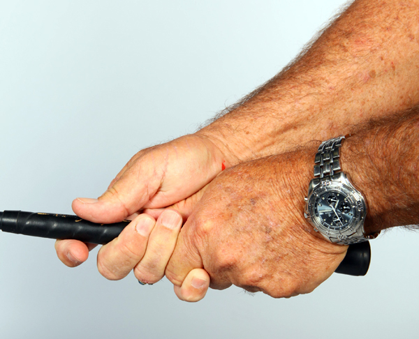 3. To finish the grip, close the                       fingers of your right hand.