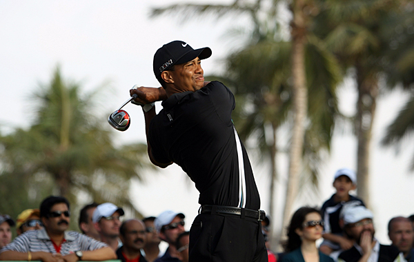 eagled the par-5 18th hole to shoot a 1-under 71 at the Dubai Desert Classic.