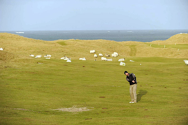 The current course, Askernish Old, is the pro bono work of Scottish links consultant Gordon Irvine and English golf architect Martin Ebert, who in 2007 produced a routing based on topographical clues and their knowledge of 19th-century greenkeeping practices.