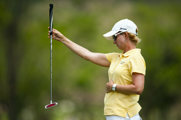 Karrie Webb moved into contention with a 4-under 68.