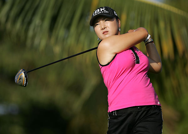 Jeong Jang leads Song-Hee Kim by one heading into the final round.
