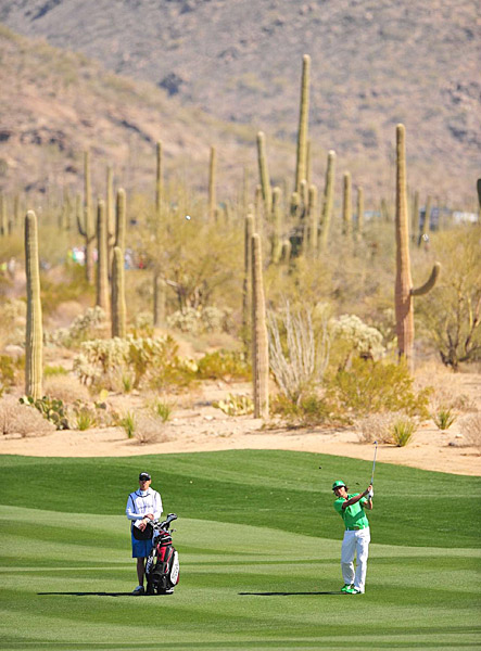 Fowler defeated Peter Hanson 1 up to make it to Thursday's second round.