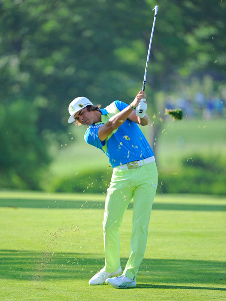 Rickie Fowler made four birdies and three bogeys for a 71.