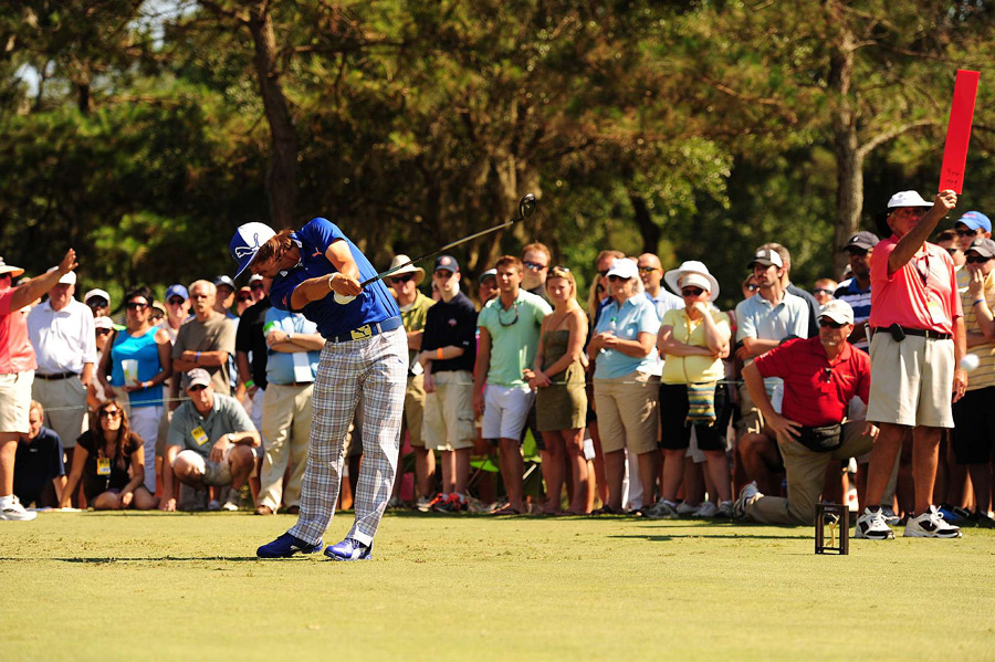 Rickie Fowler made eight birdies and five bogeys for a 69.