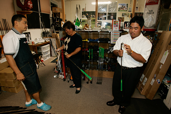 Fujikawa and his mother stopped by Par Golf 72 in Honolulu to pick up his custom-made clubs by designer Carlton Masui.