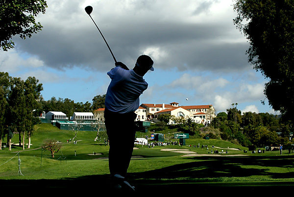 Stuart Appleby made a double bogey out of the shadows on the ninth hole. He finished his round with a two-under 69.