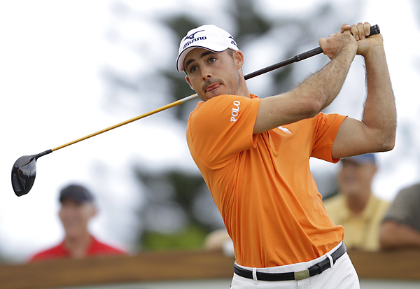 Jonathan Byrd shot a seven-under 66 in the opening round at Kapalua to share the lead with Carl Pettersson.