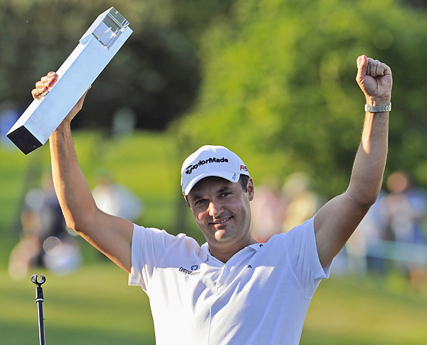 Khan's second victory in nine years earned him $938,000 and a playing exemption in Europe through 2015.