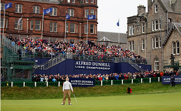 closed out his third straight victory with a birdie on the 18th hole at St. Andrews.