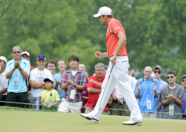 Watney took the lead after playing the front nine in three under.