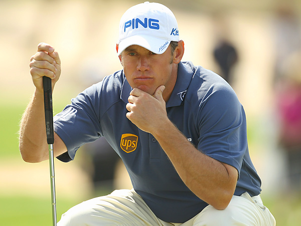 shot a 72 to tie for 15th place and maintain his No. 1 World Ranking.