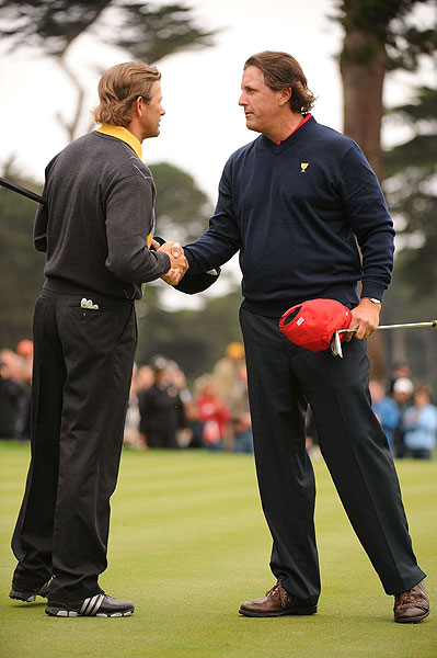 Mickelson held on to beat Retief Goosen, 2 and 1, on Sunday.