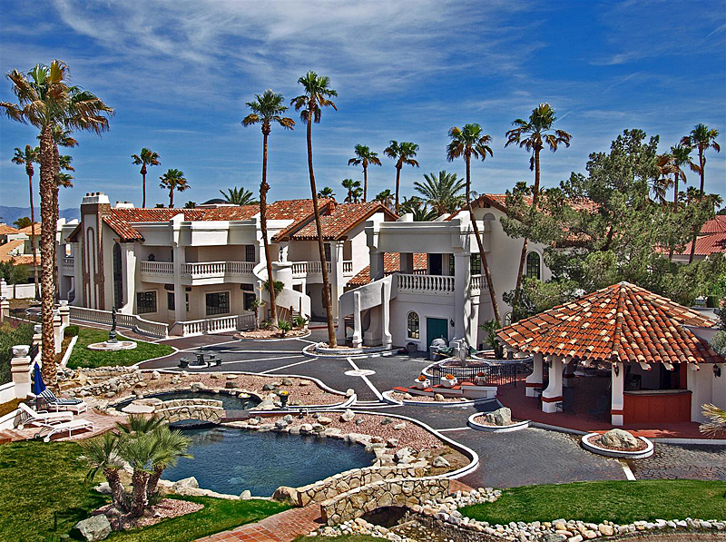 With two pools, an outdoor bar and a man cave, this $3.9 million Las Vegas home is located right on a golf course and built for entertaining.