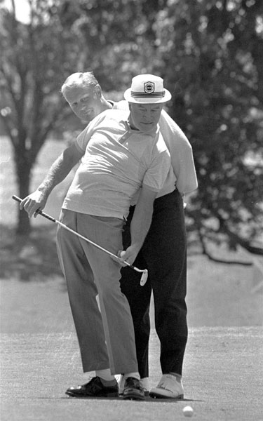Jack Nicklaus helped Hope line up a putt during the 1968 Byron Nelson Classic.