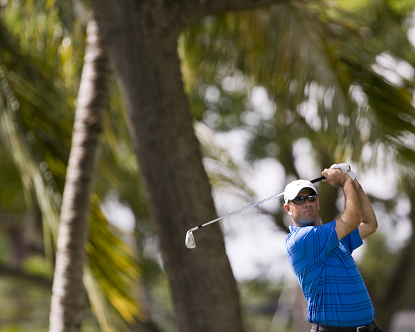 Stewart Cink closed with two birdies to shoot a 71.