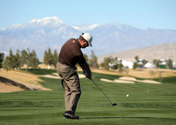 Steve Elkington made three birdies and a bogey on the back nine to shoot a 69.