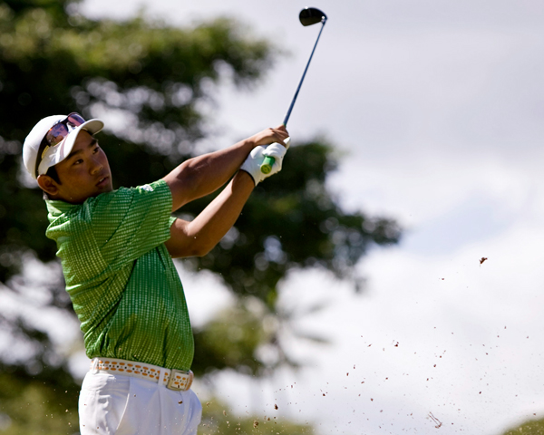A day after shooting an 8-under 62, Tadd Fujikawa was two shots off the lead and in position to become the youngest winner in PGA Tour history. But he struggled from the start, shot a 3-over 73 and tied for 32nd.