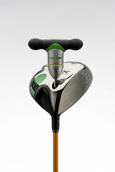 Nickent A recessed screw slot is located discreetly on the bottom of the clubhead. To assemble, align the two dots — one on the clubhead, one on the shaft — and push together. Then, using the specially designed screwdriver, turn until the screw clicks once. That means the assembly is locked in.