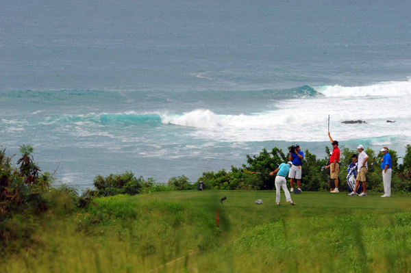 wasn't distracted by the crashing waves. Byrd made six birdies and one bogey for a 5-under 68.