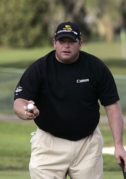 Gore is the first-round leader after a 5-under 65.
